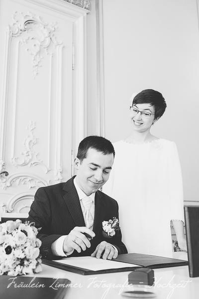 Hochzeitsfotograf Leipzig, Heiraten in Leipzig, Hochzeitsreportage, Brautpaar, Markkleeberg, weißes Haus Leipzig, Standesamt Leipzig (5)