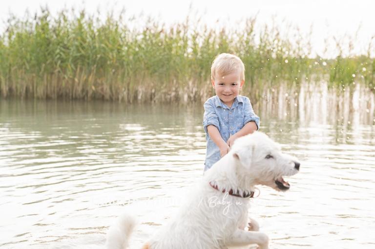 natürliche Familienfotos am See in Leipzig